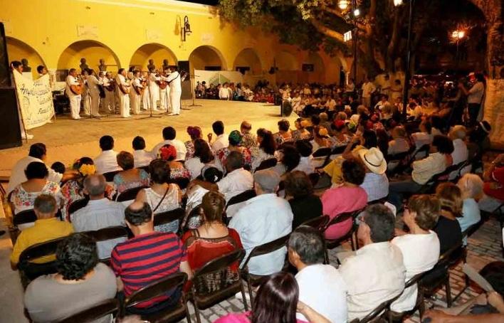 Jueves de serenatas en Santa Lucía.